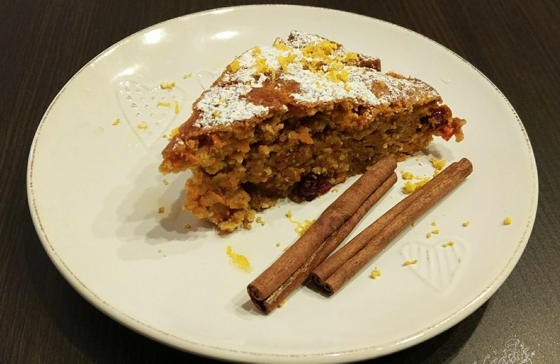 Ciasto marchewkowe z żurawiną