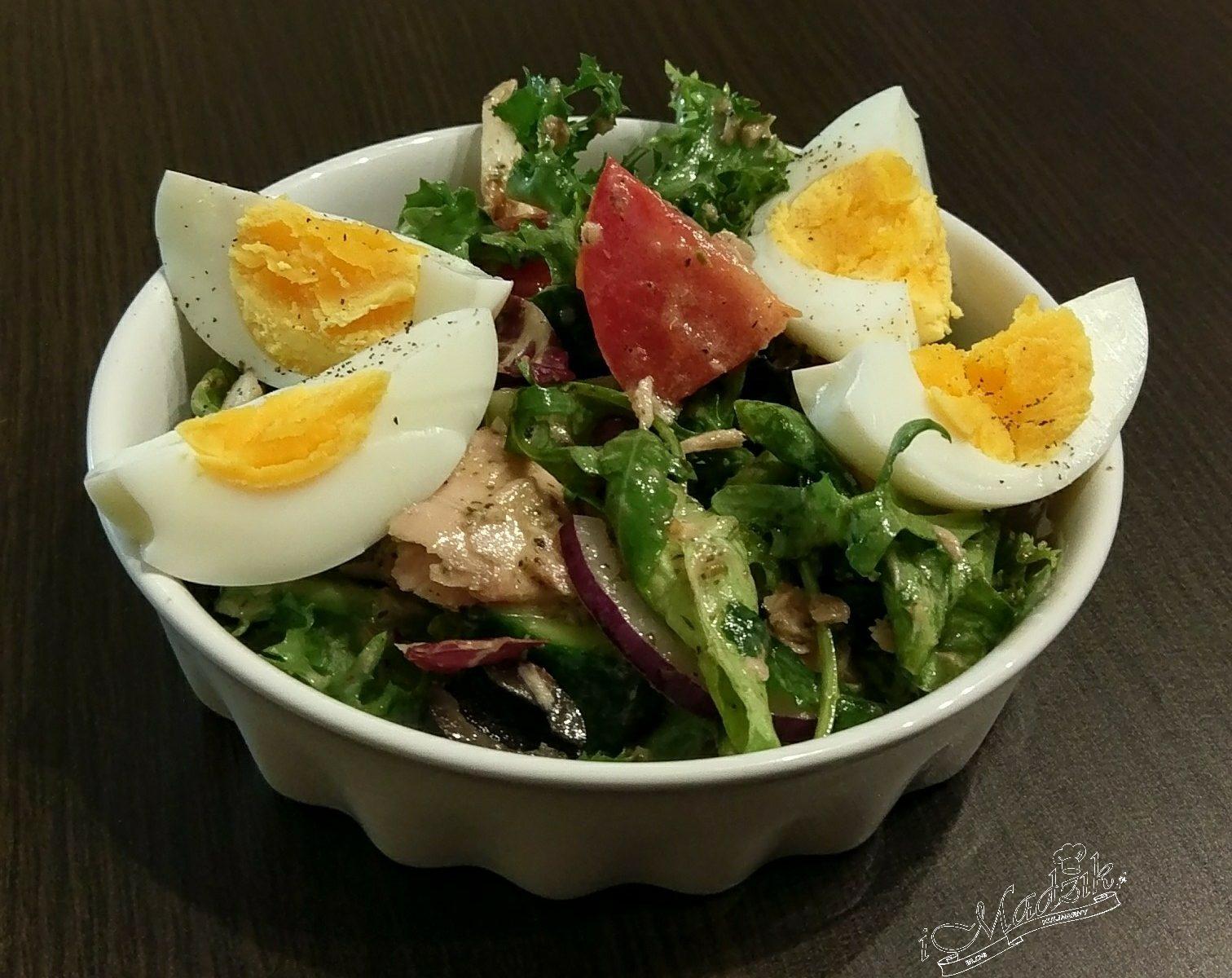 Fit sałatka z tuńczykiem i jajkiem