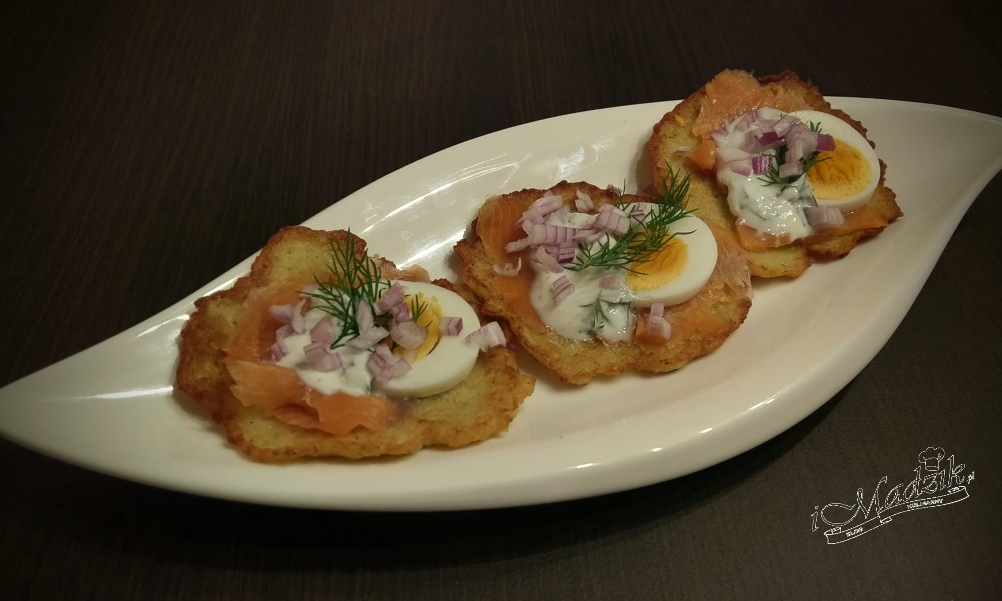 Placki ziemniaczane z łososiem i jajkiem