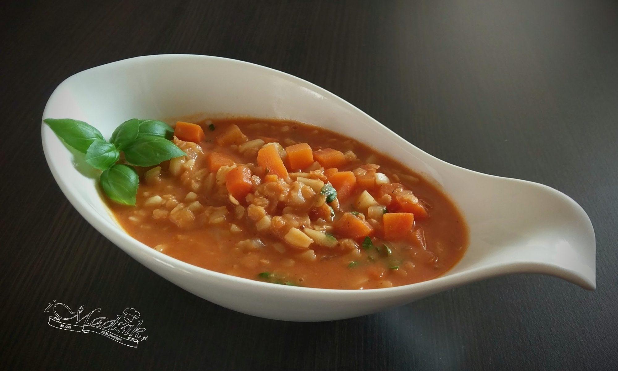 Zupa pomidorowa z czerwoną soczewicą
