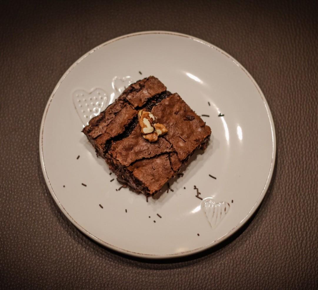 Brownie z orzechami laskowymi i solą morską