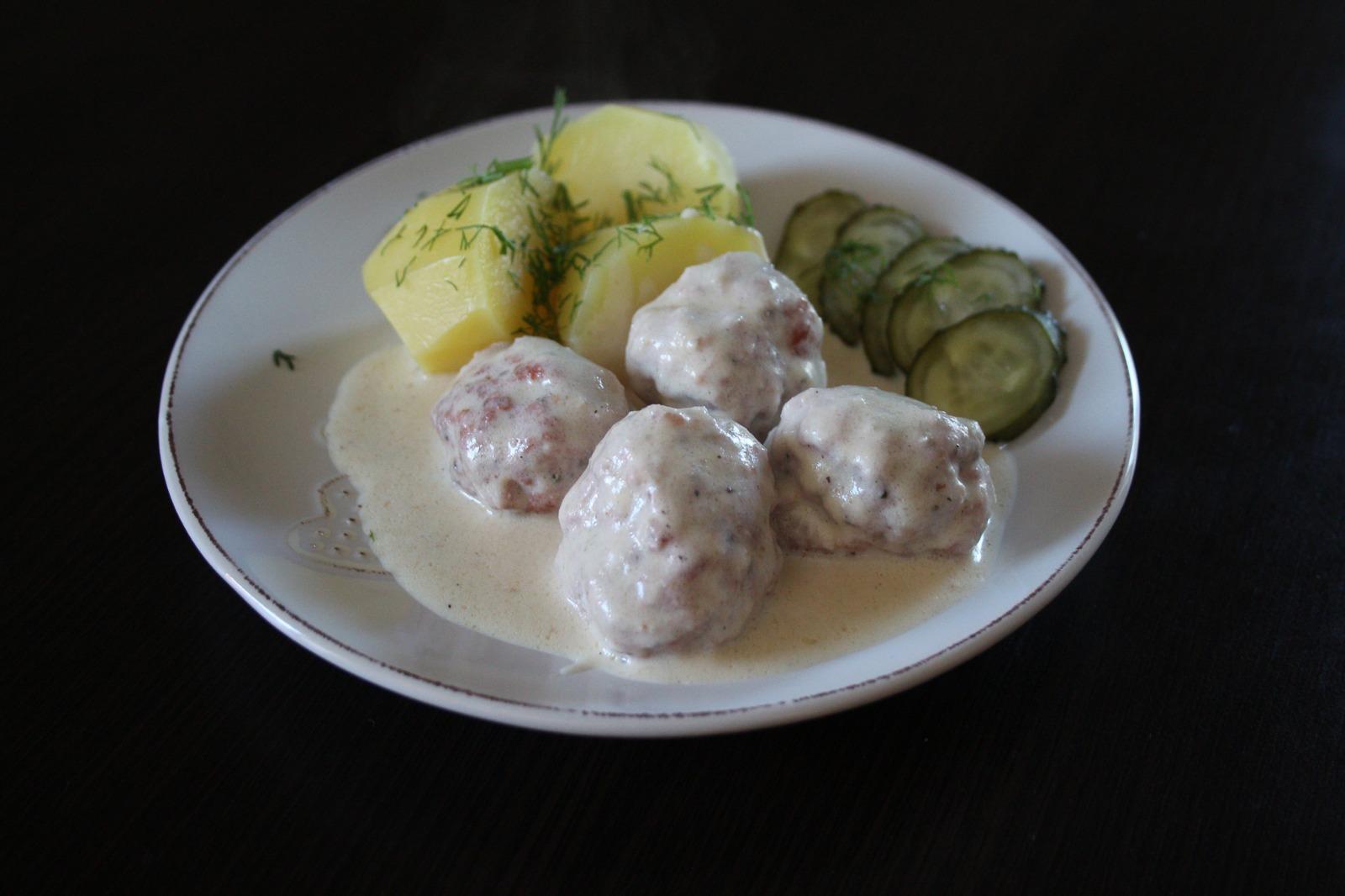Klopsiki z białej kiełbasy w sosie chrzanowym
